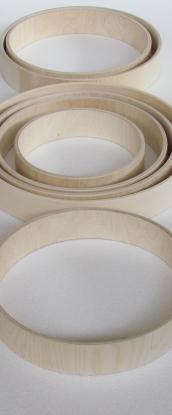 Cerchi per tamburi sciamanici . Frame drum hoops. Cadre en bois pour des tambour à main o percussion d'ambiance .